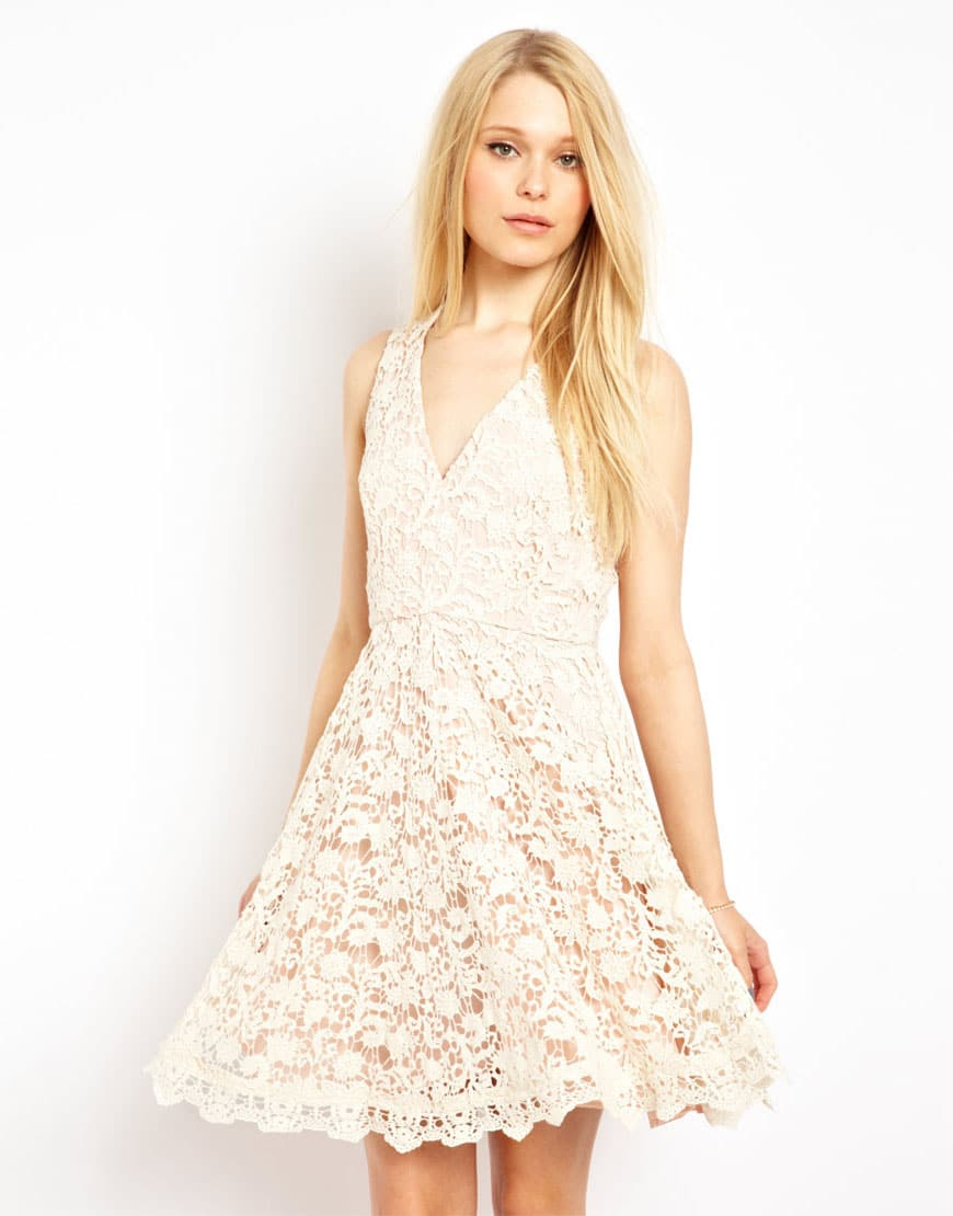 dekolteli kısa elbise modeli