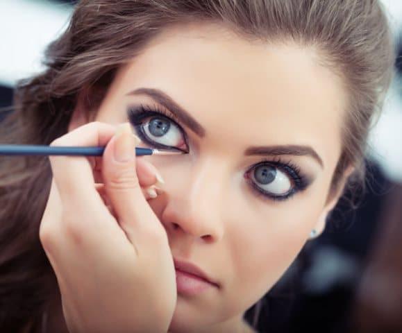 iri göz makyajı için eyeliner