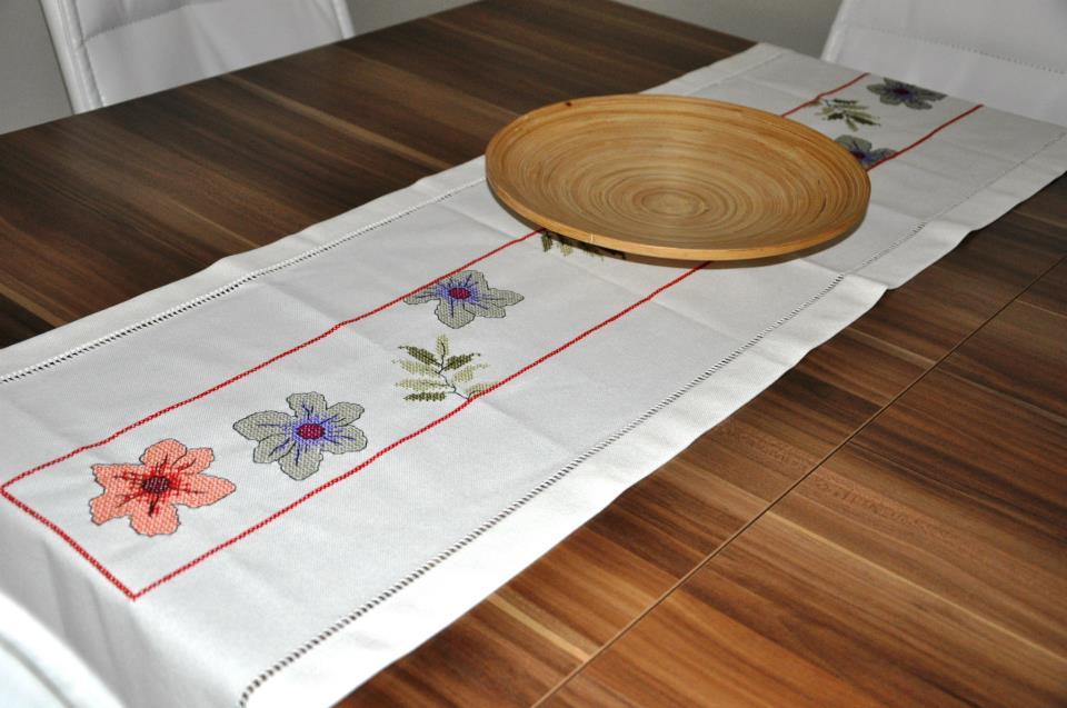 Kanaviçe örnekleri masa örtüsü