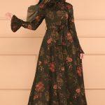 Haki çiçekli elbise üzerine hangi renk şal olur