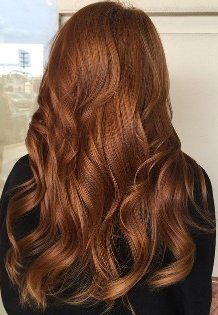 Koyu kahve köpüğü saç rengi