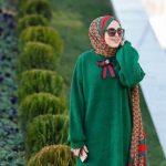 Yeşil spor elbise modeli üstüne şal