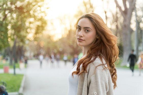 Genç Gösteren Kadın Saç Renkleri Krem Karamel Saç Rengi