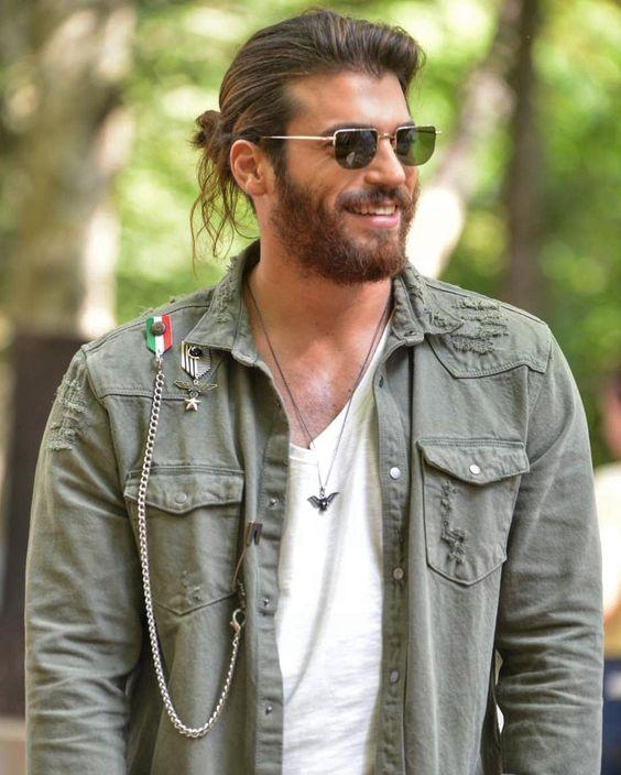 Kadınların erkeklerde beğendiği uzun saç toplama modelleri