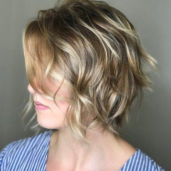 Kısa katlı dalgalı saç modelleri
