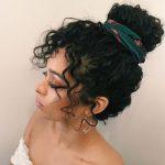 Kıvırcık saç topuz modelleri nasıl yapılır