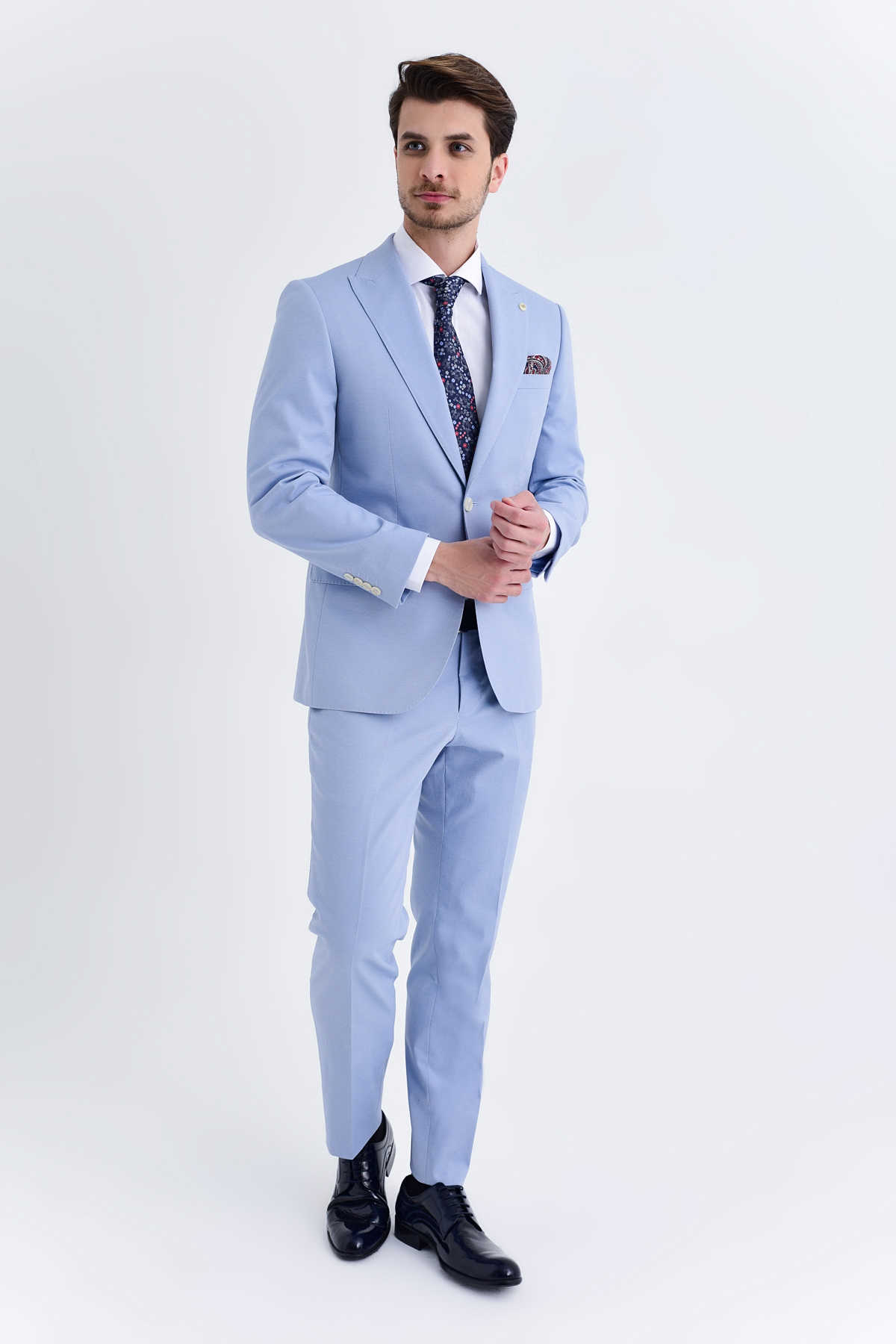mavi takım elbise kravat kombinleri