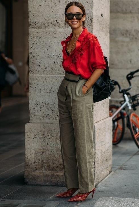 Kırmızı gömleğin altına hangi renk pantolon gider