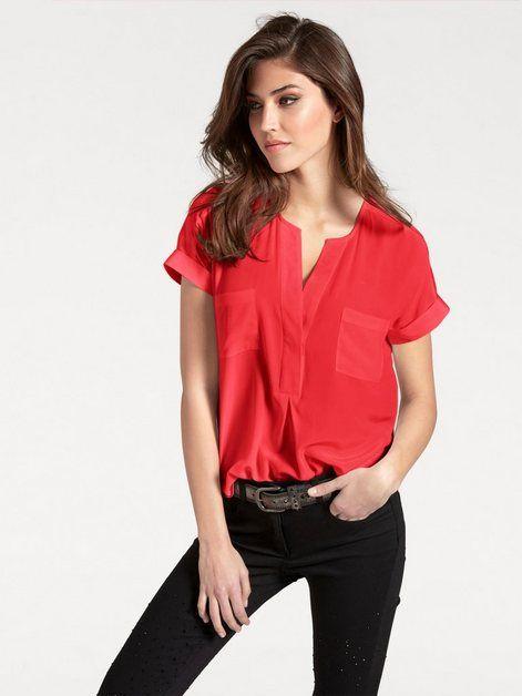 Kırmızı spor gömlek kombinleri kadın