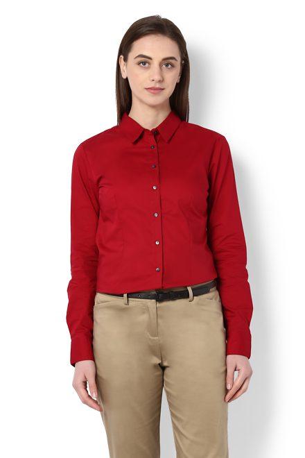 kırmızı gömlek altına pantolon